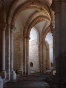 Mosteiro de Alcobaça: deambulatório da igreja Foto: MIR, 2014