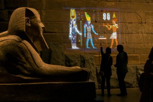 Projeção digital sobre o templo de Dendur no MET Foto: Brian Harkin/The New York Times, 2016.